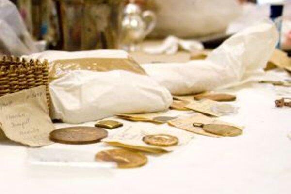 Vystavujú aj doposiaľ neprezentované nálezy mincí z regiónu.