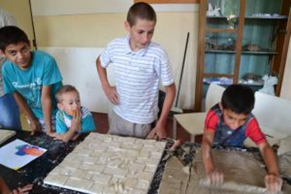 Výtvarný workshop. Hravou formou má deti priviesť k nejakej činnosti.