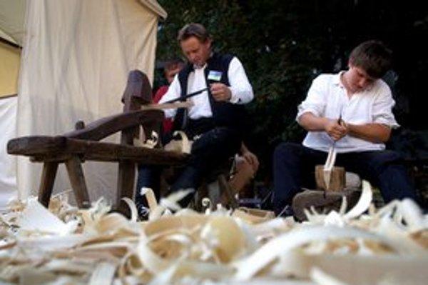 Výrobu šindľov možno v Bratislave vidieť raz do roka, keď sa zídu do hlavného mesta remeselníci z celého Slovenska.