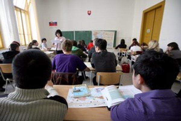Kraj chce, aby učitelia zo škôl neodchádzali, ich platy sú v kraji podpriemerné.