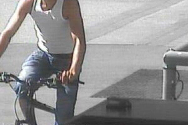 Koncom augusta sa tento muž odviezol na bicykli, ktorý mu nepatril.