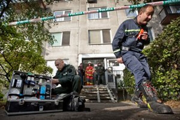 Na požiar najviac doplatila mladá žena, ktorá skočila z okna a je vo vážnom stave.