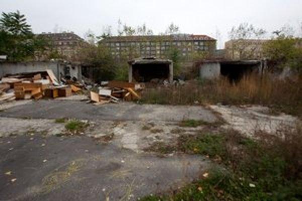 Majiteľov garáží na Filiálke chce štát vyvlastniť, hoci projekt zastavili.