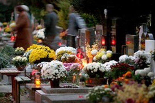 Na cintorínoch bude viac ľudí, no aj zlodejov.