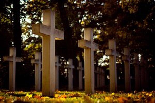 Vojenský cintorín v Petržalke.