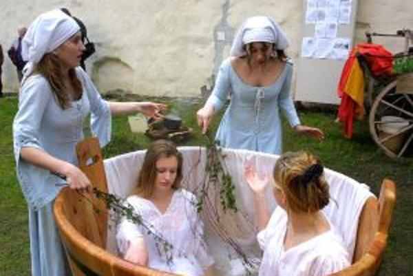 Ani tentoraz na festivale nebude chýbať stredoveký kúpeľ.