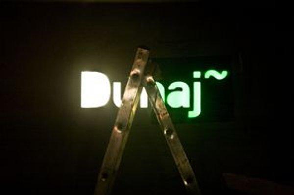 Centrum Dunaj otvára v apríli, na  logo prebehla súťaž. Autormi sú Pavlína Morháčová a Boris Meluš.