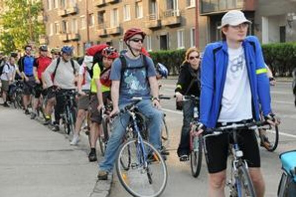 Critcall Mass sa zúčastňuje niekoľko stoviek cyklistov.
