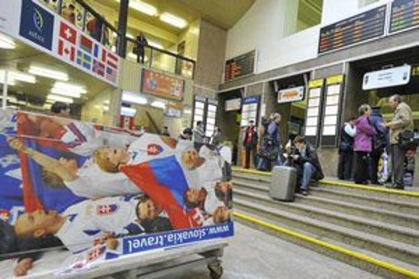 Stanicu prekryli vizuály hokeja.