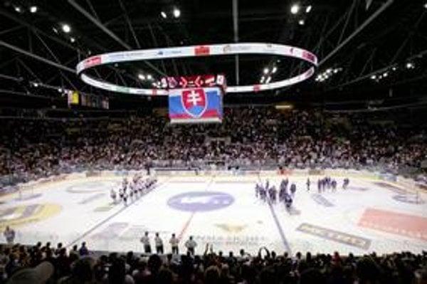 Zimný štadión Ondreja Nepelu je domovským štadiónom hokejového Slovanu, no je v správe mesta.