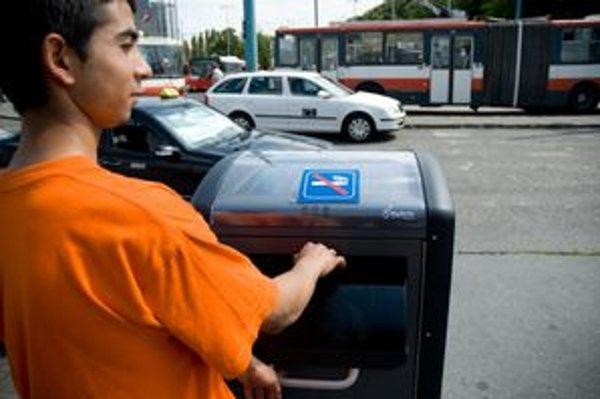 Solárny odpadový kôš na Hlavnej stanici v Bratislave