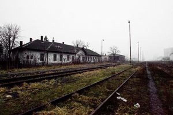 """Spustnutá stanica dnes slúži len bezdomovcom. Pozrite si <a href=""""http://bratislava.sme.sk/c/5925726/stanica-filialka.html"""">viac fotografií z Filiálky</a>."""