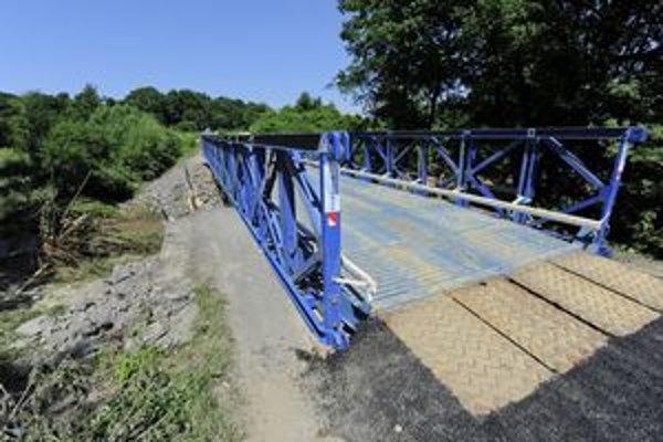 Provizórny most pre osobné vozidlá medzi obcami Dubová a Častá.