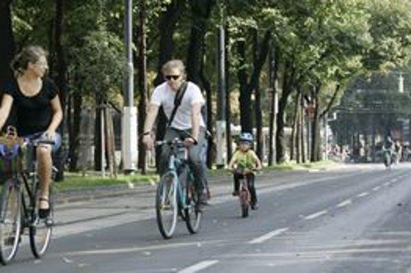Počas dvoch ranných hodín napočítali v Bratislave viac ako tisíc bicyklistov.