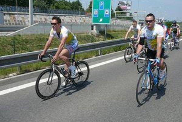 Na bicykli deťom to je Od Ašu až po Novú Sedlicu na bicykli.