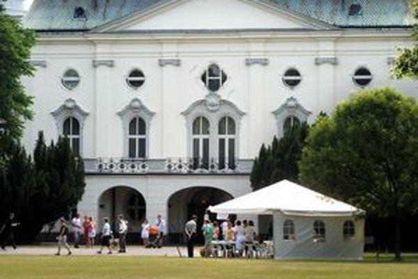 Záhradu pri vládnom paláci mohli Bratislavčania prvýkrát návštíviť začiatkom júna