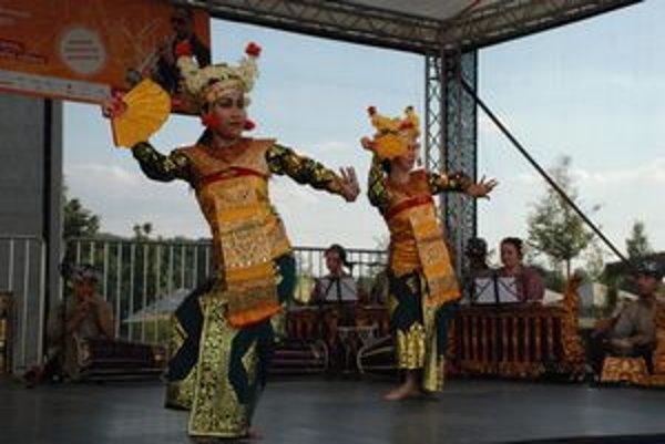 Tanec, ktorý vítal divákov pri Eurovei, pochádza až z Bali.