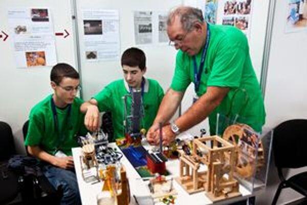 Mladí vedci, účastníci 13. ročníka svetovej vedeckej súťaže Expo Sciences International 2011.