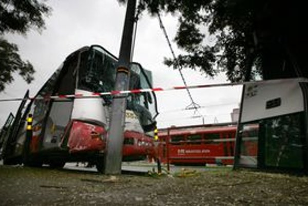 Autobus mal nehodu aj koncom júla na Záhradníckej ulici.