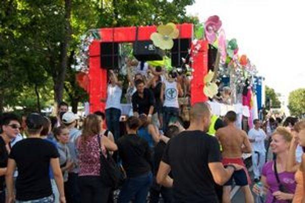 """Streetfestival """"povezie"""" v sobotu po Ringstrasse 16 kamiónov"""
