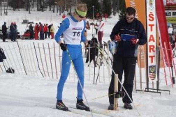Na Majstrovstvách Slovenska v šprinte voľnou technikou David Brünn na štvrtom mieste.