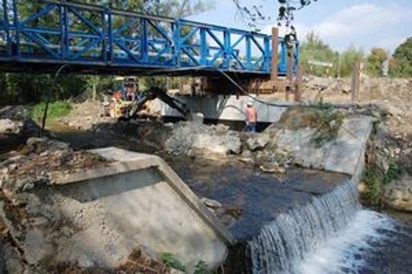 Nový most má byť širší, dlhší aj vyšší, vydržať má storočnú vodu aj s rezervou.