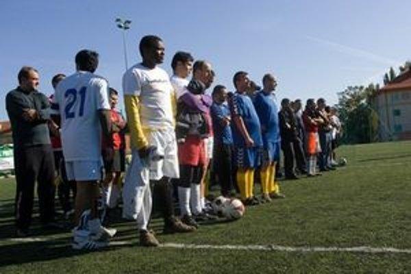 Do turnaja nastúpili aj tímy zložené z cudzincov a utečencov.