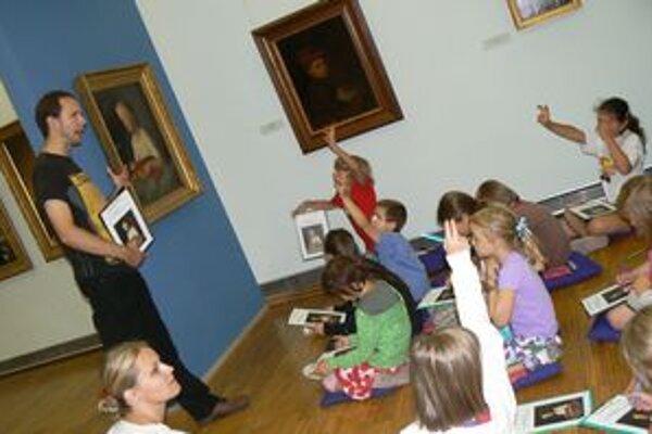Pohybové a tvorivé aktivity vedú deti k vnímaniu umenia.