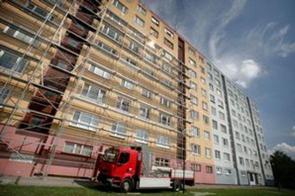 Bytový podnik Petržalka bol v strate, do správy chce ďalšie byty.