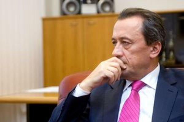 Ľubomír Belfi v minulosti viedol vydavateľstvo časopisu Markíza, bol generálnym riaditeľom televízie TA3 a šéfom mäsokombinátu Tauris.