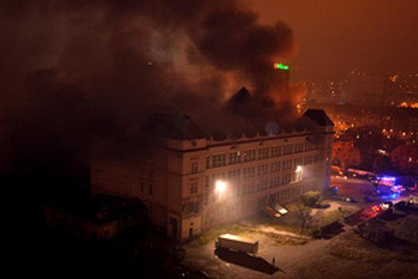 Bývalá Cvernovka začala ako kultúrne centrum suplovať zatvorené PKO. Kúrenie prineseným plynom však spôsobilo požiar.