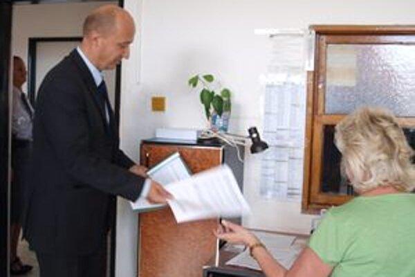 Žiarsky primátor podal trestné oznámenie. Očakáva od neho, že efektívnosťou využívania eurofondov na projekty pre Rómov sa začnú zaoberať kompetentní.