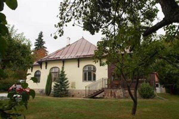 Nová vysoká škola sídli v secesnej vile. Prenajíma jej ju mesto.