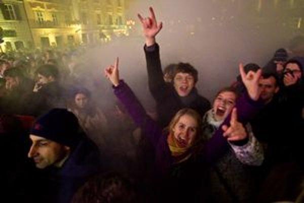 Mesto odhaduje, že sa v centre zabávalo asi 50 tisíc ľudí.
