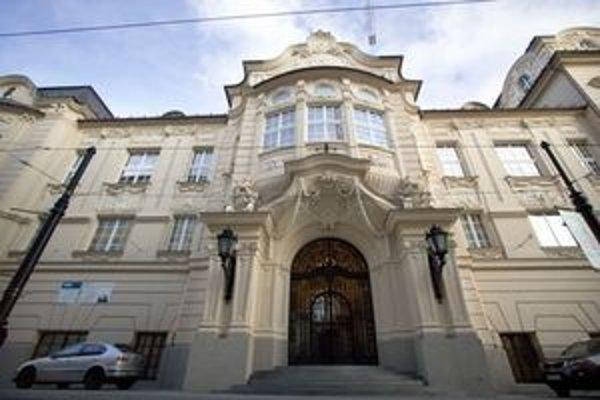 Hlavný vstup do sídla Slovenskej filharmónie.