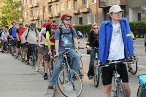 Asi dvesto cyklistov brázdilo v piatok ulice mesta.