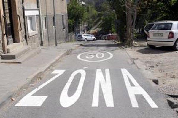 Súčasťou novej parkovacej politiky Starého Mesta nie je len zjednosmernenie a spomalenie väčšiny ulíc, ale aj regulácia živelného státia.