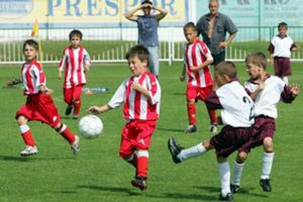 Cez víkend sa hrá na ihriskách v okolí Senca mládežnícky futbalový megaturnaj.