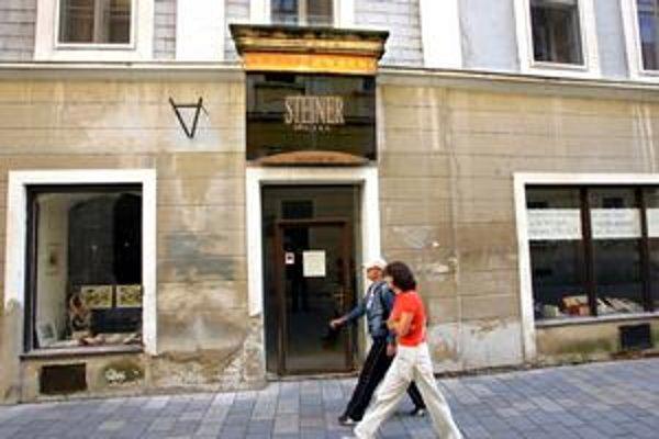 Budova v ktorej sídli antikvariát Steiner zostáva vo vlastnícve mesta.