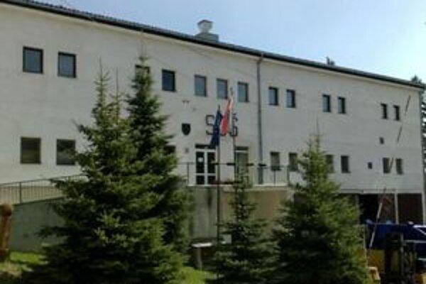 Stredná odborná škola Ľudovíta Greinera. Jej vedenie sa postavilo proti zlúčeniu škôl.
