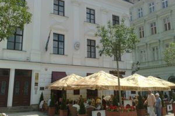Budovy v centre predávalo Staré Mesto, išlo o lukratívne Hlavné námestie.