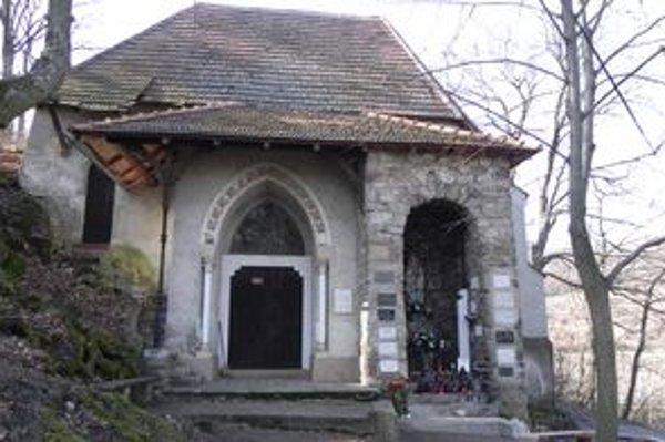 Kaplnka svätého Leonarda v Doľanoch bude mať čoskoro novú strechu.