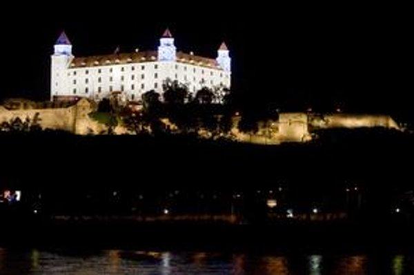 Kancelária národnej rady zvažuje, či bude Hrad naďalej svietiť tak, že to bude stáť ročne desaťtisíce eur.