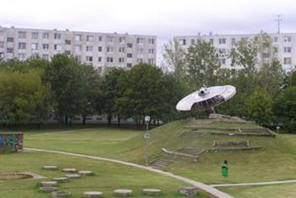 Tento rok sa obnovoval park uprostred sídliska Medzijarky. Ufo na kopci vraj nechceli dať obyvatelia odstrániť.