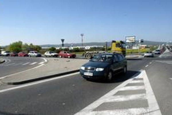 Tranzitná doprava zaťažuje Vajnory, denne tadiaľ prejde okolo 20-tisíc áut.