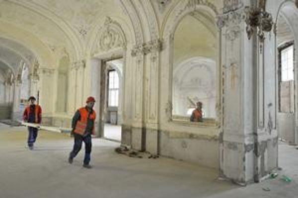 Reduta je zatiaľ stavenisko.Jej obnova má byť hotová do konca budúceho roka.