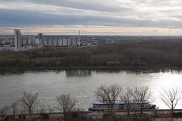 Pečniansky les, zelené územie na pravej strane Dunaja je vzácne a predurčené na rozvoj. Teraz je v územnom pláne les a teda žiadna výstavba.
