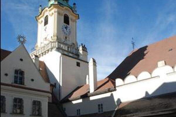 Ak by sa práce v Starej radnici úplne stopli, náklady by to zvýšilo o ďalších 666–tisíc eur.
