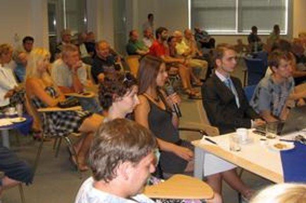 Prednášku mladého vedca Norberta Wernera  z NASA si prišlo vypočuť viac ako sto záujemcov.Atmosféra je neformálna.