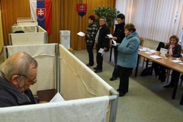Bratislava volí pravicu. Vo voľbe primátora urobila výnimku.